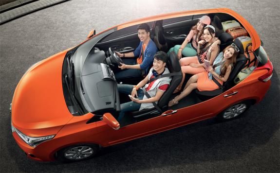 Toyota Yaris ภายใน