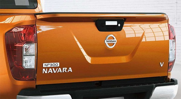 Nissan NP300 สปอยเลอร์หลัง