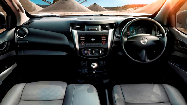 Nissan-NP300-SC-interior