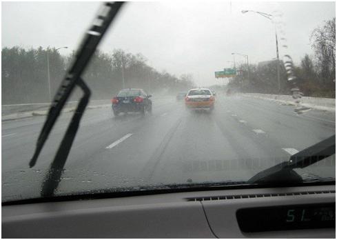 วิธีขับรถหน้าฝน