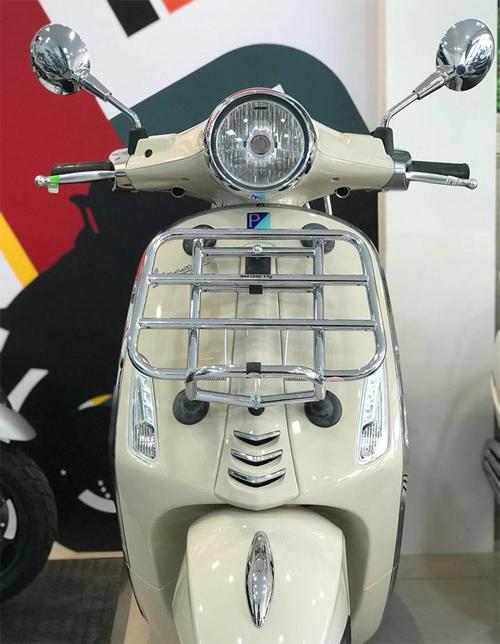 Vespa Primavera 150 Touring Edition